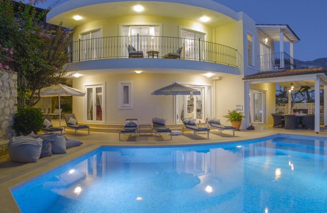 Beyaz-Ay-Villa-Sunset-1-1180x600