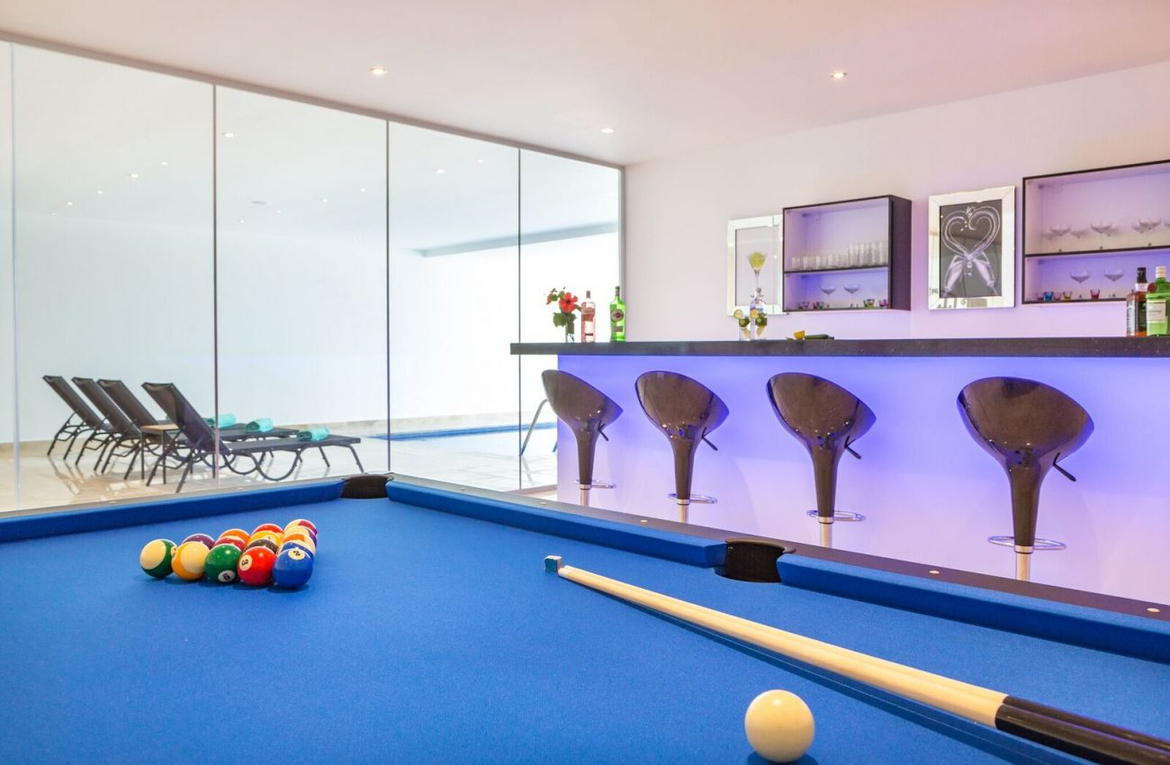 villa-eternity-kalkan-devrim-bar and pool table